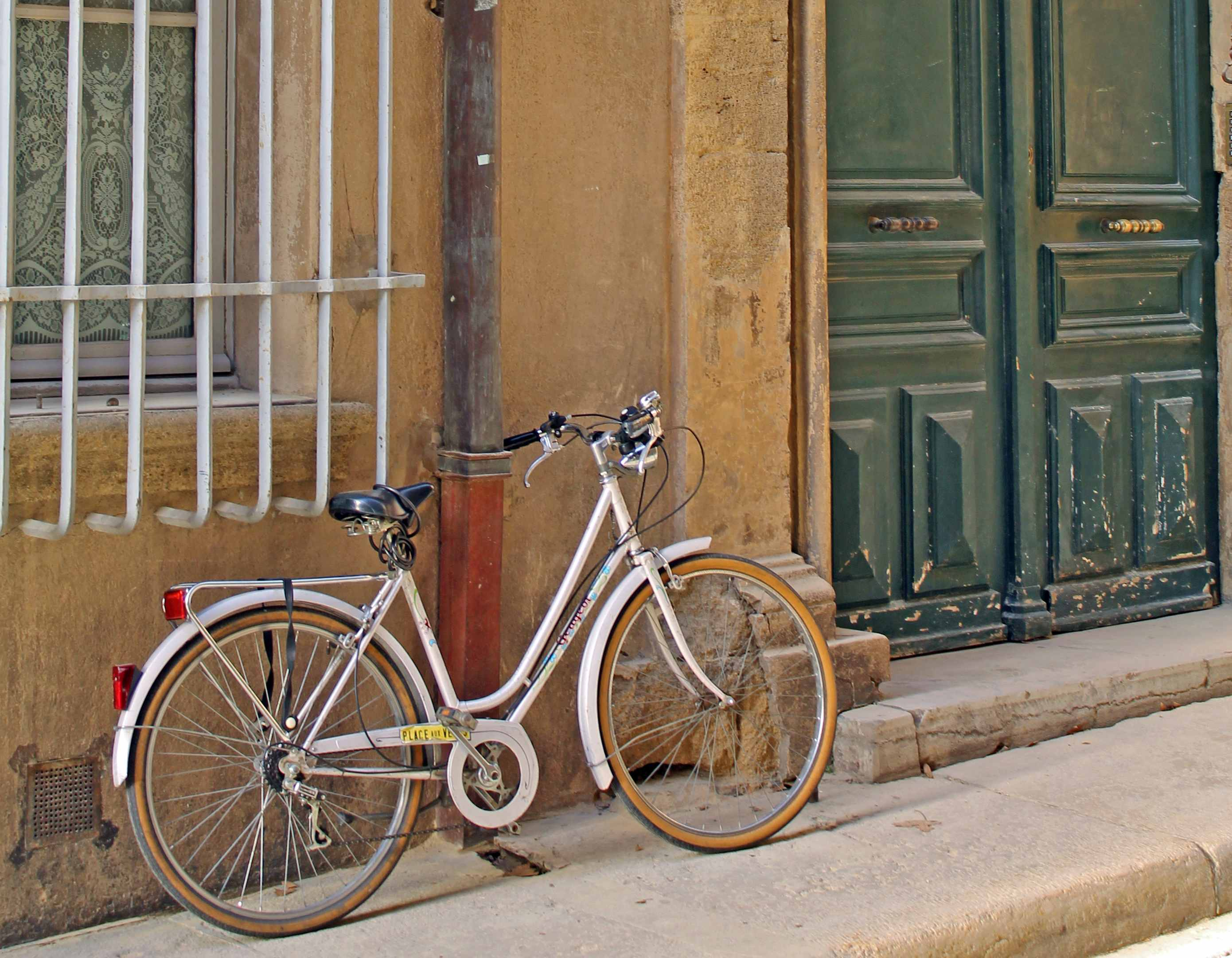 Cycling in Aix-en-Provence - Focal Journey