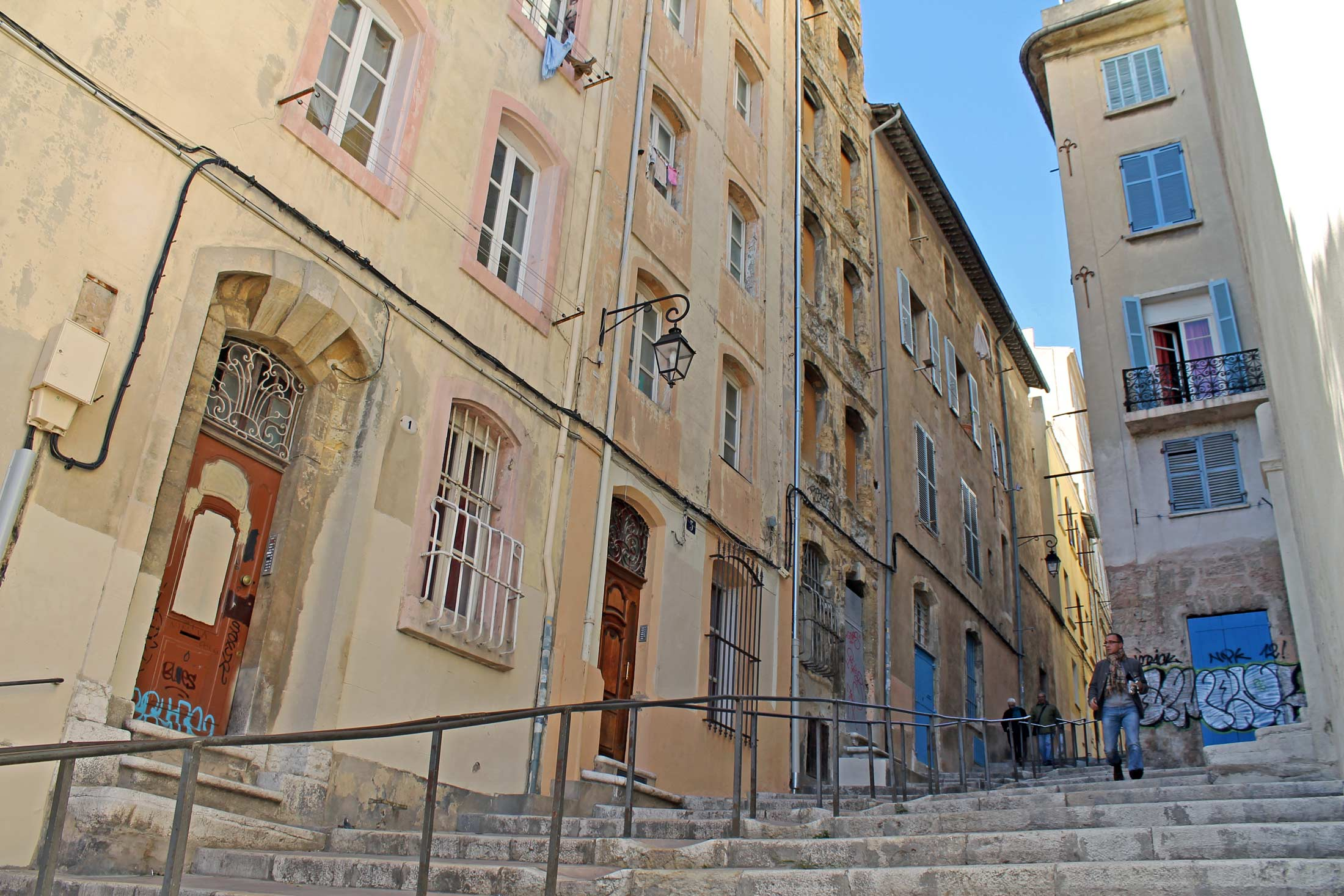 Le Panier in Marseille - Focal Journey (by Gustavo Espinola)
